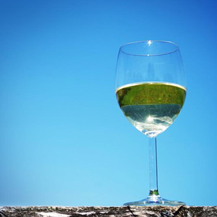 グラスに入ったミード(蜜酒)