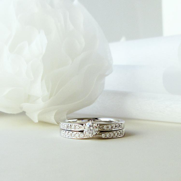 鍛造のブライダルリングブランドかたむの千幸の婚約指輪と結婚指輪